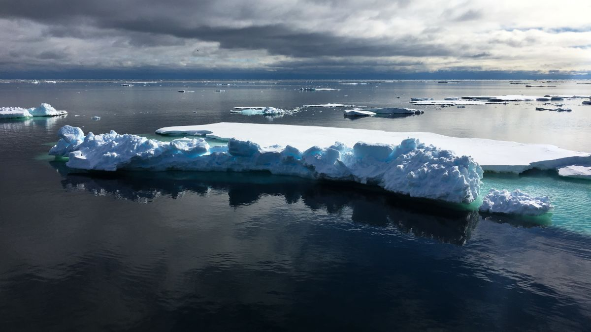 Climate change: Greenland lost 2 billion tons of ice this week