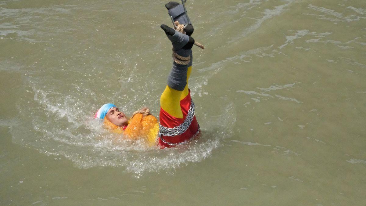 نتيجة بحث الصور عن Magician's body found after failed river escape stunt