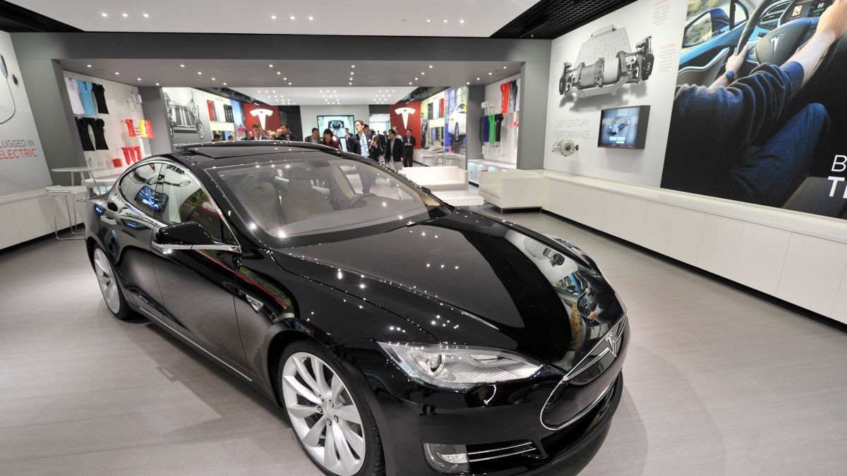Tesla's black paint just got $1,000 more expensive - CNN