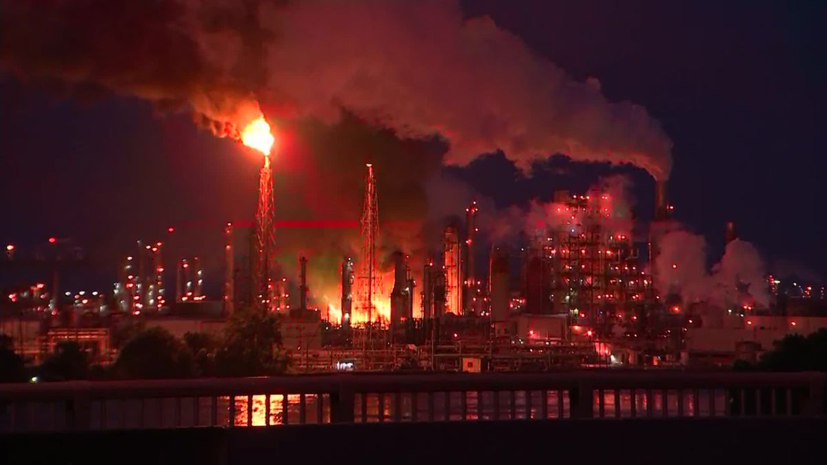 Philadelphia refinery fire: Explosion heard after blaze