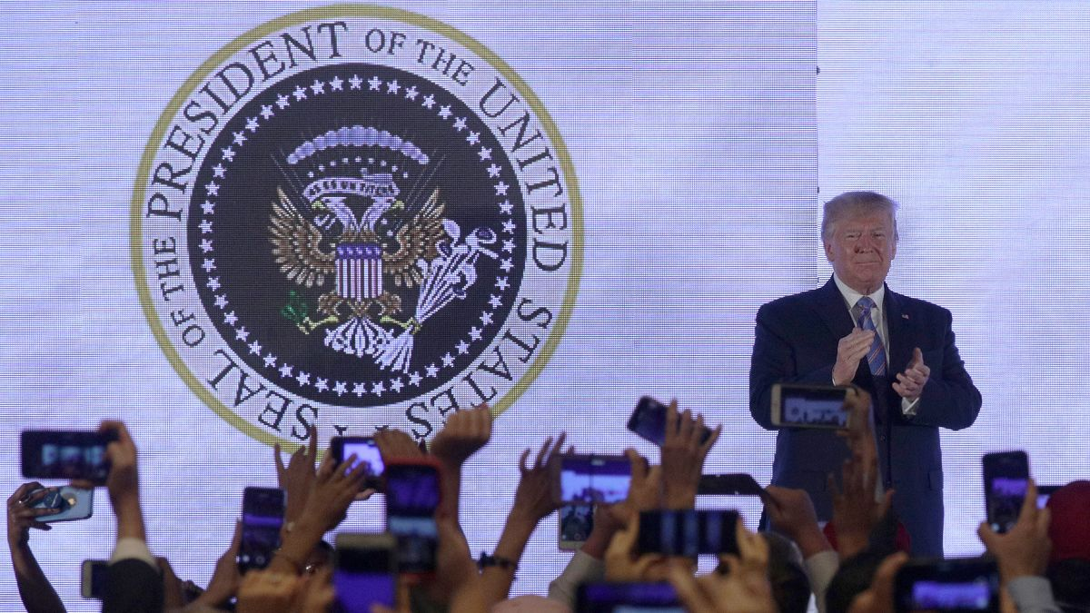 How Trump got on stage with bogus presidential seal