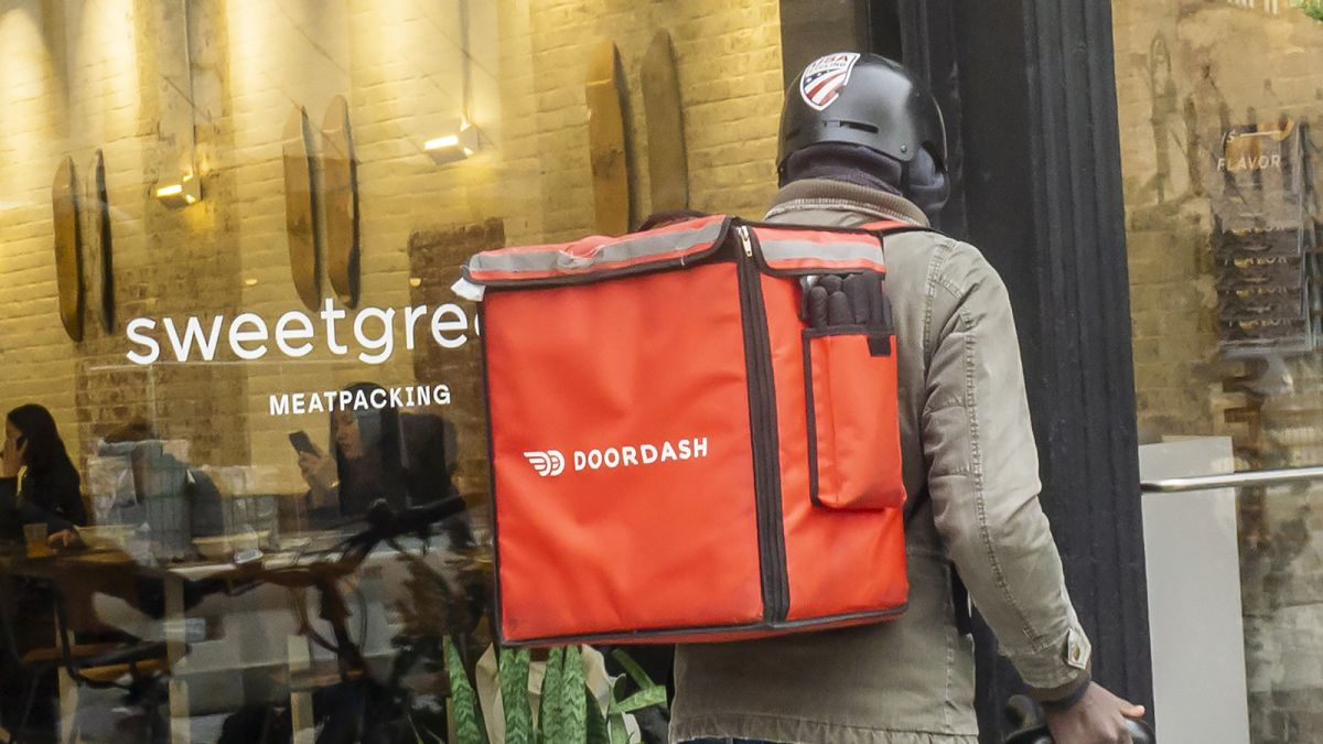 DoorDash is buying food delivery service Caviar for $410