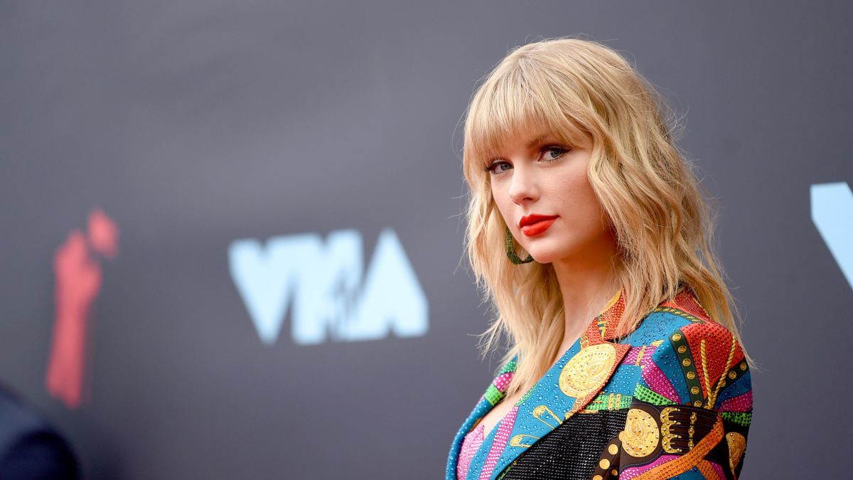 Taylor Swift Sets New Record With Sixth No 1 Album Lover Cnn