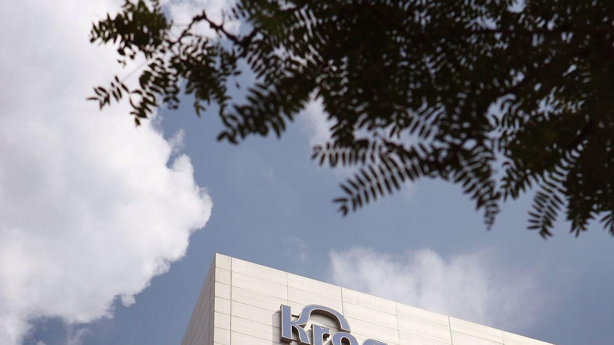 Kroger follows Walmart's lead in ending open carry in its