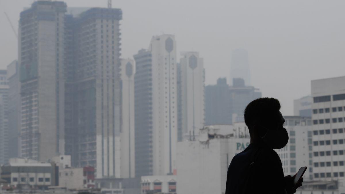 Malaysia đều chìm trong màn khói mù, ảnh hưởng từ vụ cháy rừng tại Indonesia.