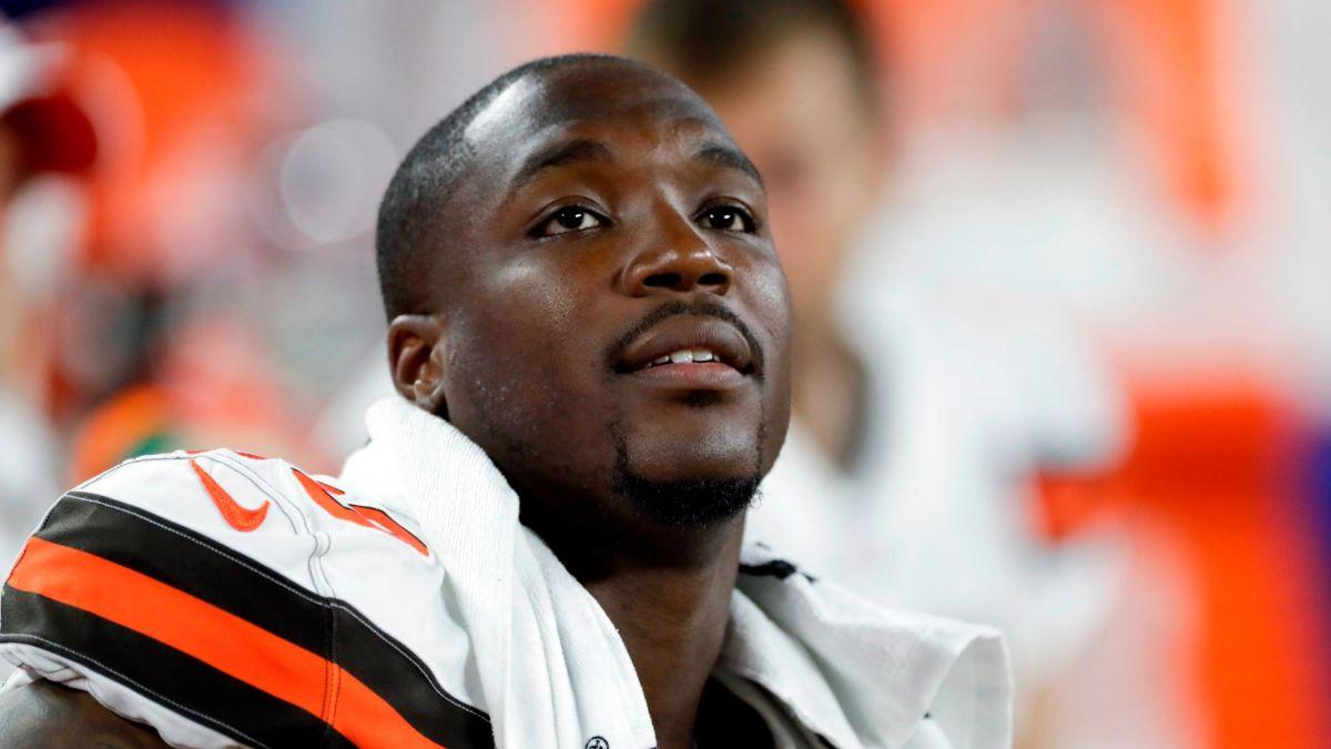 ผลการค้นหารูปภาพสำหรับ Browns defensive end Chris Smith played a week after his girlfriend was killed in a car accident