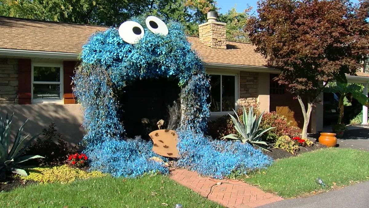 This Woman Turned The Entrance Of Her House Into Cookie Monster