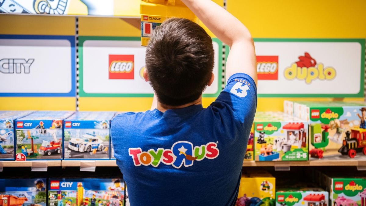 Toys R Us Is Back With Its First New Store In The Us