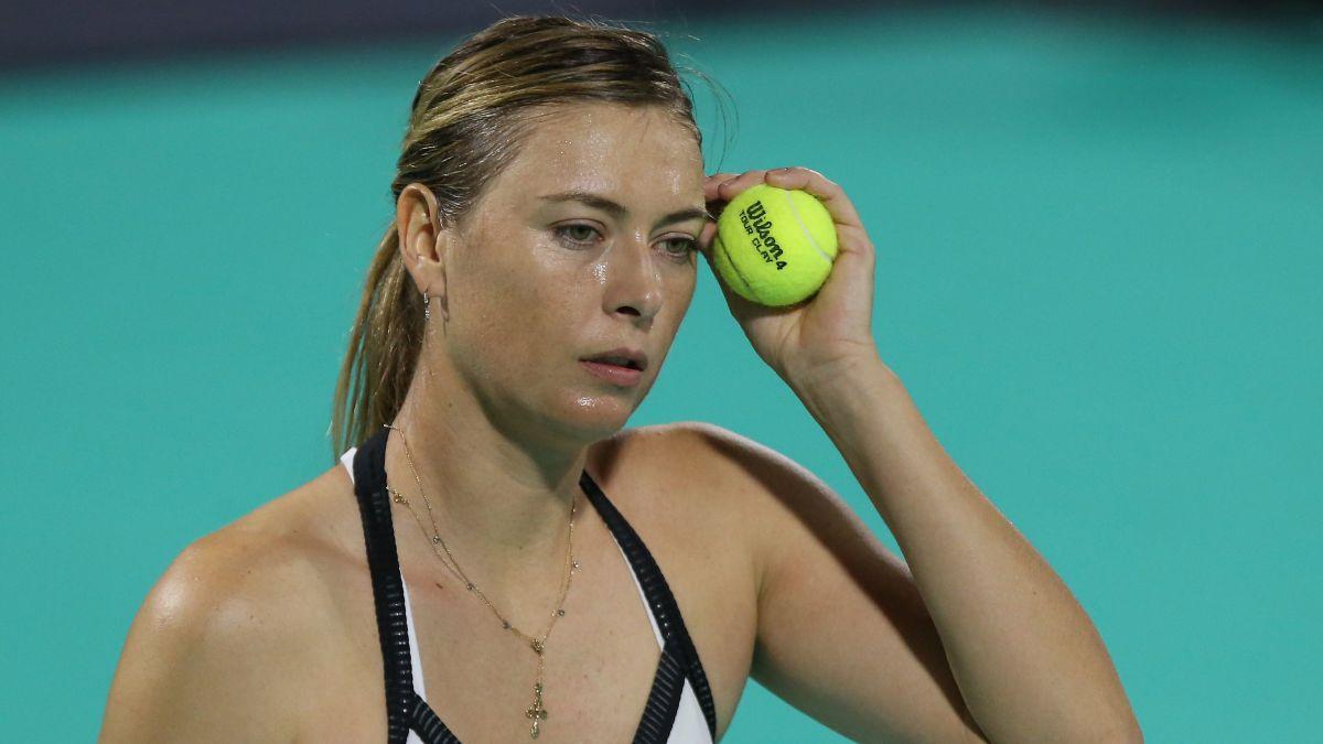 Novak Djokovic Matches Maria Sharapova S 17 400 Donation To