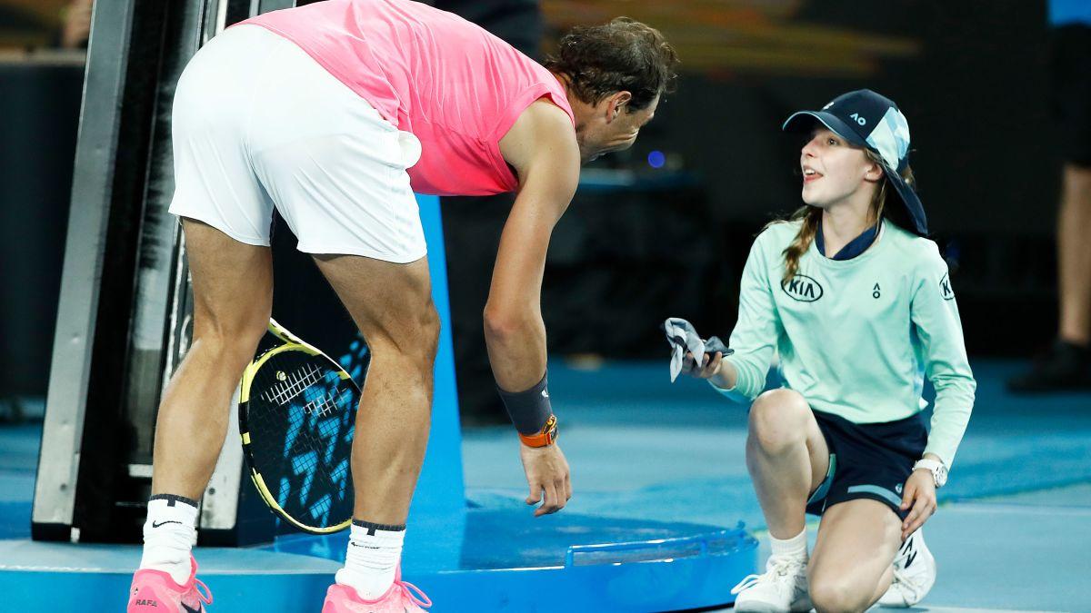 Rafael Nadal Hits A Ball Girl In The Head Apologizes With A Kiss Cnn