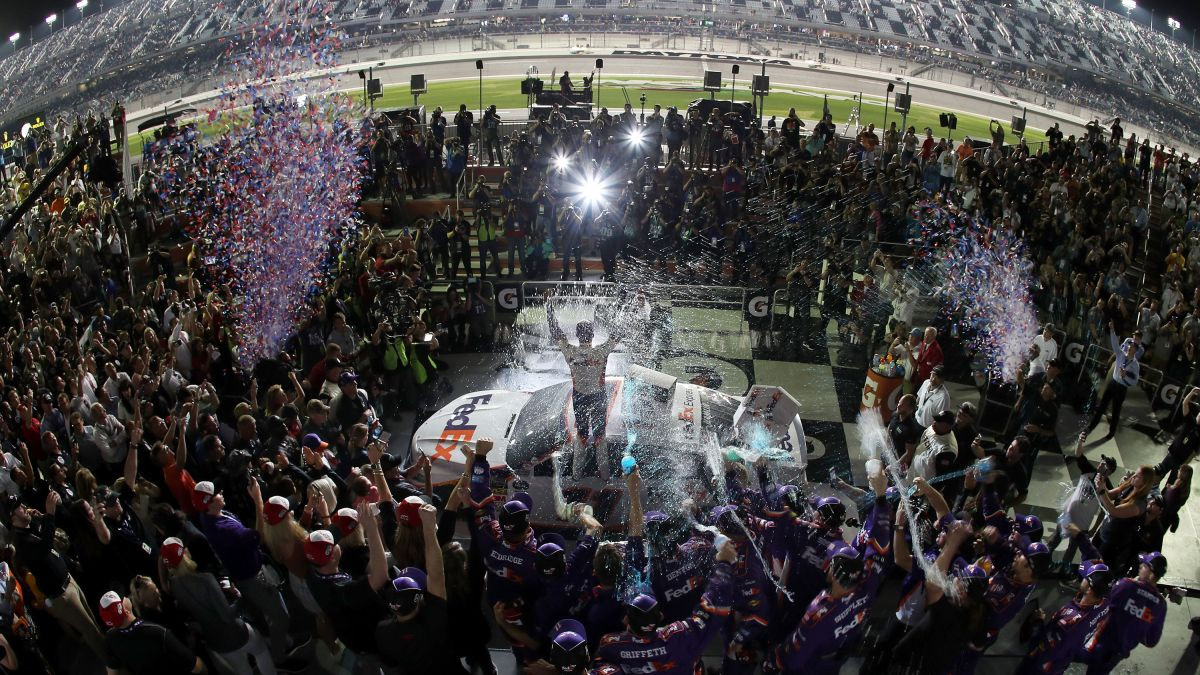 How To Watch The Daytona 500 Time Channels Lineup And More Cnn