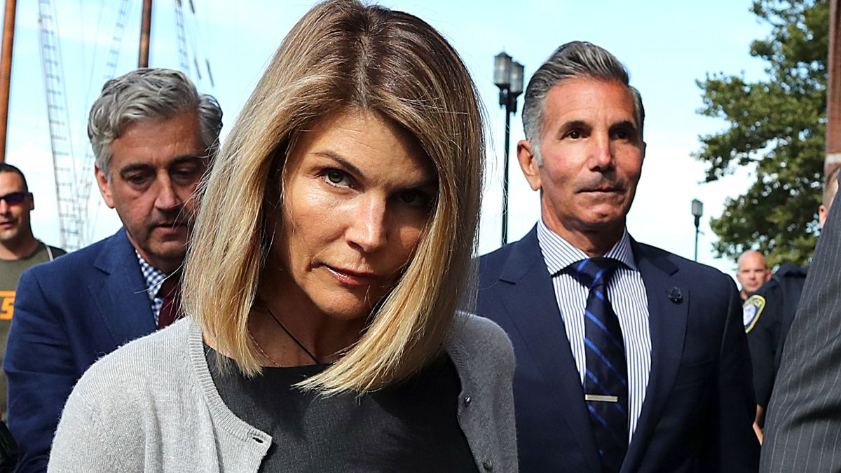 Lori Loughlin and Mossimo Giannulli agree to plead guilty in ...