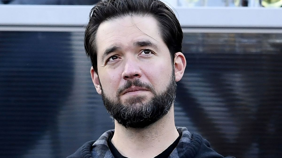 Reddit cofounder Alexis Ohanian resigns from board - CNN