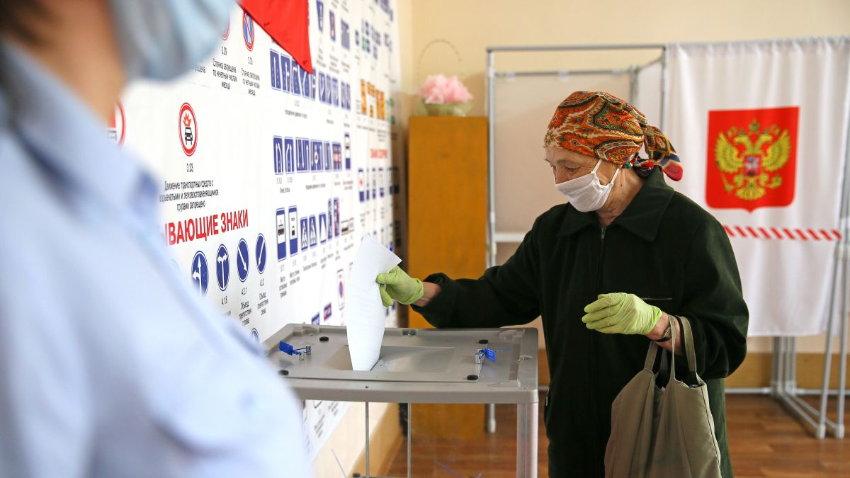 Russian referendum: Vote on constitutional changes that could keep ...