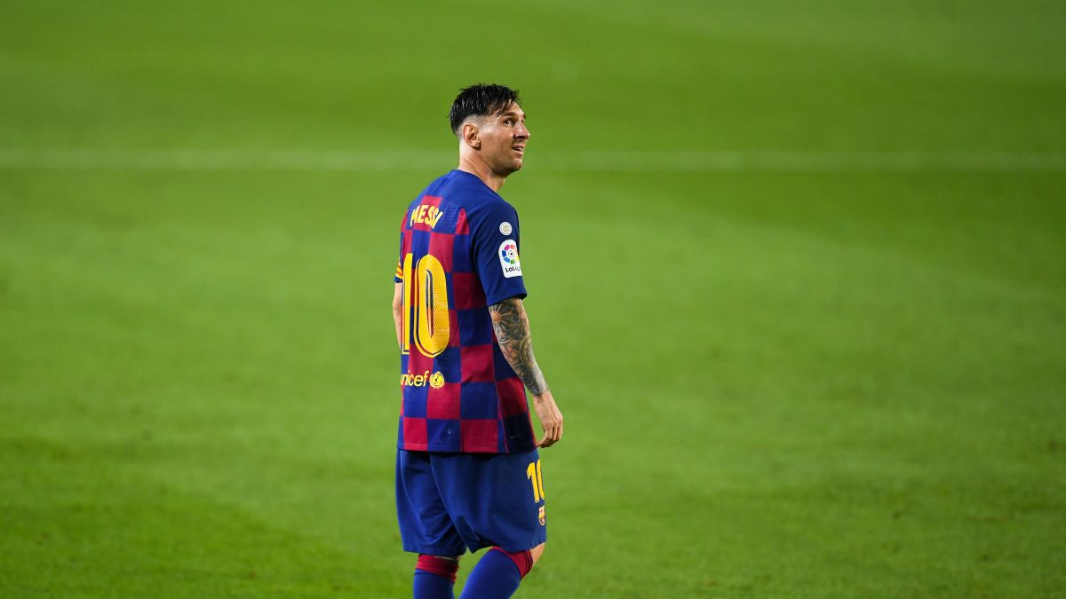 Lionel Messi Scores 700th Career Goal But Barcelona Stutter In Title Race Cnn