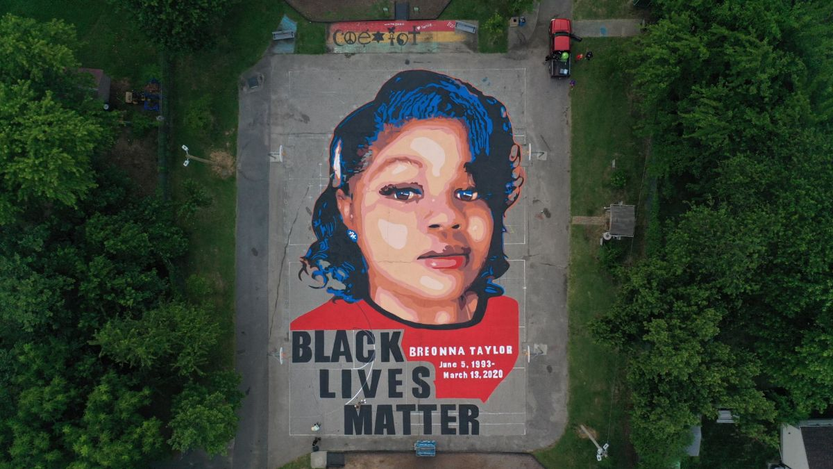 Artists And Volunteers Painted A 7 000 Square Foot Mural Of Breonna Taylor Cnn