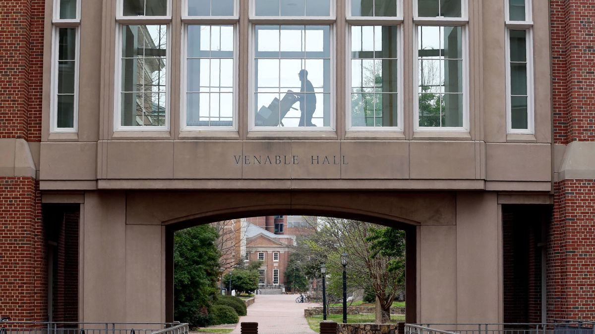 Unc Chapel Hill Reverses Plans For In Person Classes After 130 Students Test Positive For Covid 19 Cnn