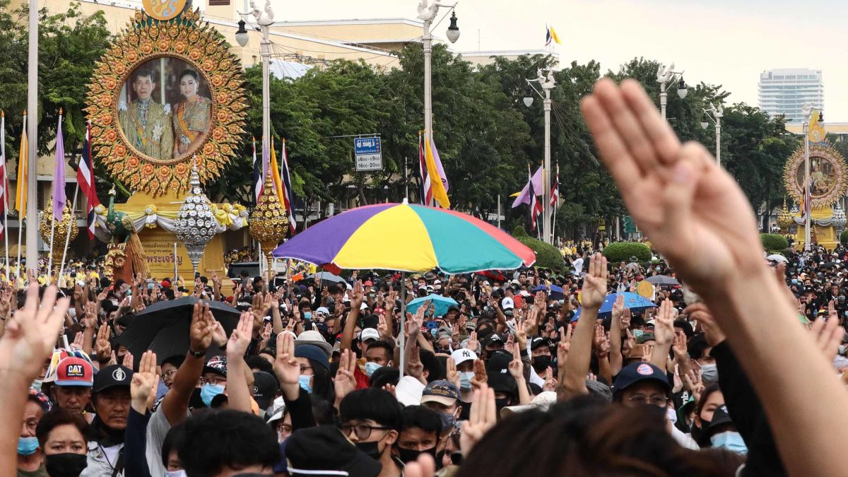 Thailand protests: Unprecedented revolt pits the people against the King -  CNN