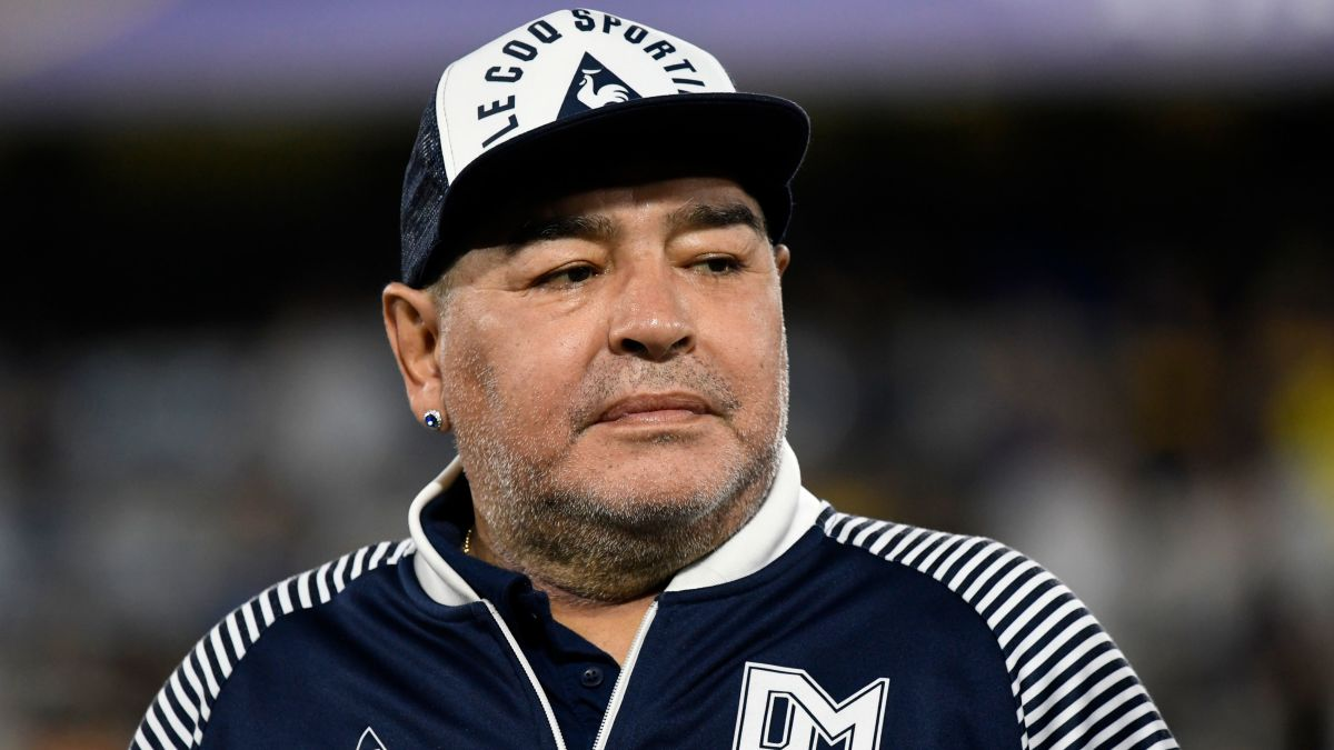 Diego Maradona successfully had surgery for a blood clot on the brain, says  his doctor - CNN