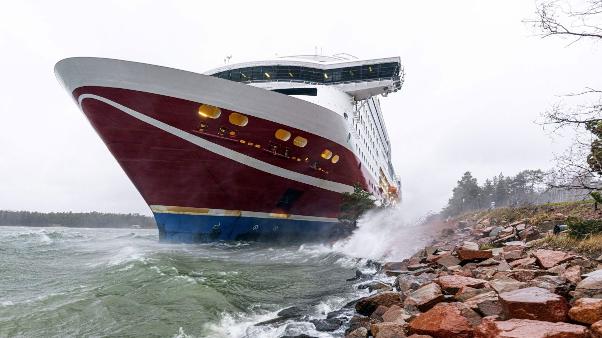 Finland Ferry Aground More Than 400 People Stranded Overnight Cnn