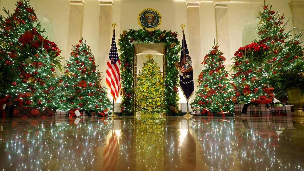 White House Christmas Pictures 2021 See Melania Trump S Last White House Holiday Decorations Cnn Video