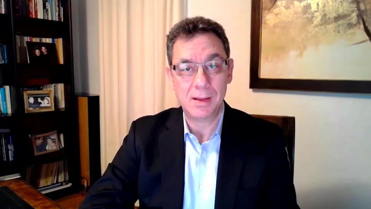Director de Pfizer dice que aún no ha recibido la vacuna que produce su  compañía - CNN Video