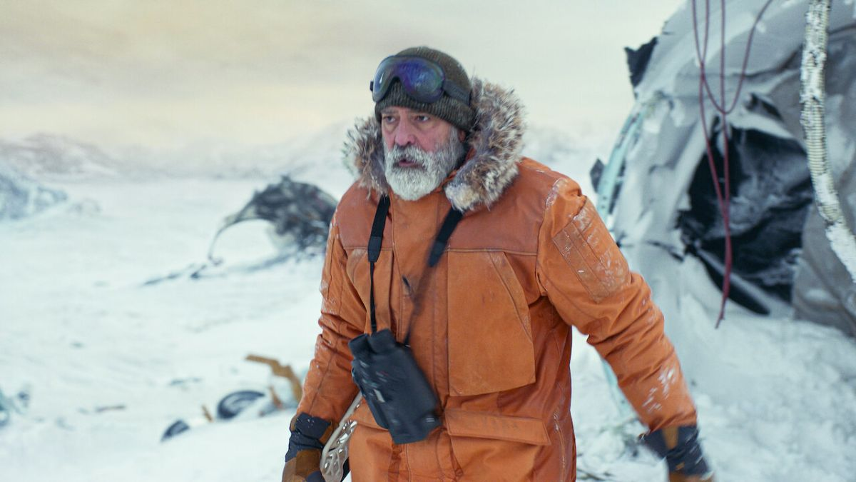 The Midnight Sky' review: George Clooney tries to save humanity in chilly  apocalyptic drama - CNN