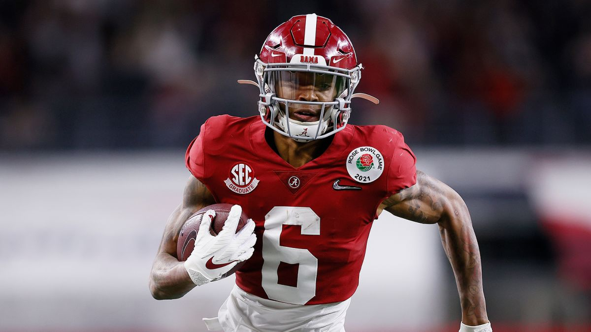 DeVonta Smith of Alabama becomes first wide receiver to win Heisman Trophy  in 30 years - CNN