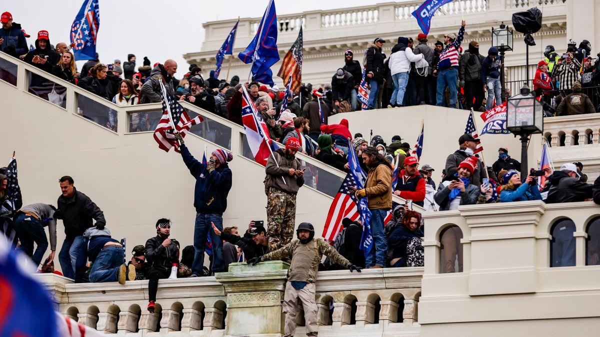 Law enforcement missed key signs ahead of riot on US Capitol - CNNPolitics