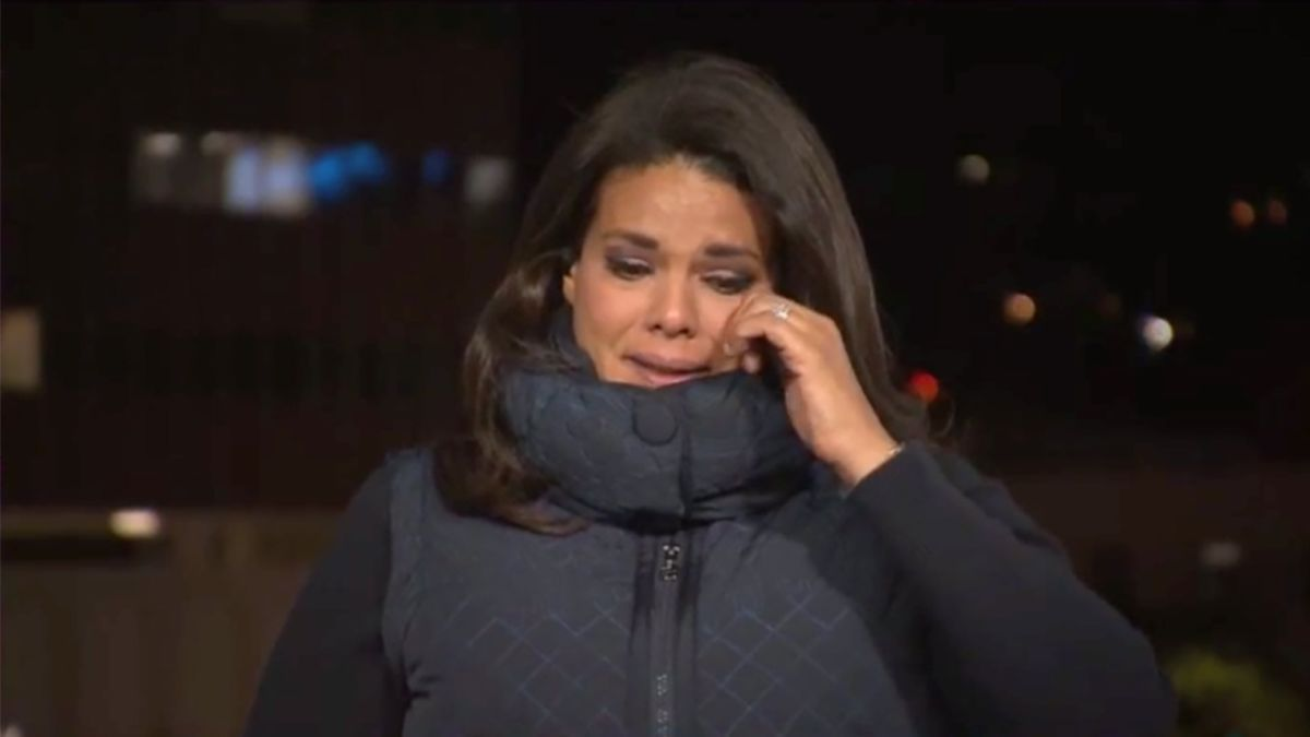 WATCH: CNN Reporter Sara Sidner Breaks Down in Tears During Live Report from California Hospital Where Woman Lost Both Parents to Coronavirus Within 11 Days and Had to Hold Her Mother's Funeral in a Parking Lot