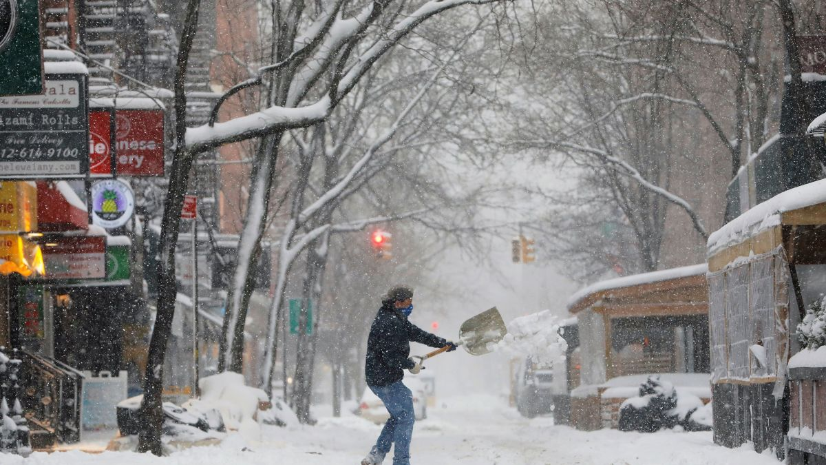 Winter storm slams mid-Atlantic and Northeast with 2 feet of snow possible  in New York City - CNN