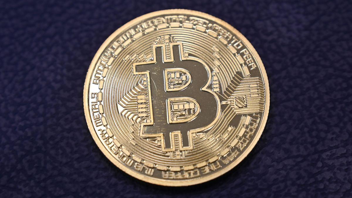 Bitcoin tops the $60,000 mark - CNN
