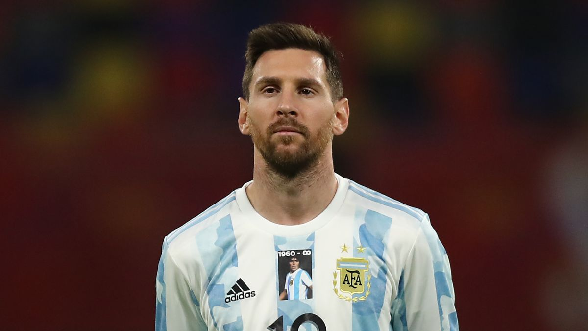 Lionel Messi and Argentina pay tribute to Diego Maradona in first match  since legend's death - CNN
