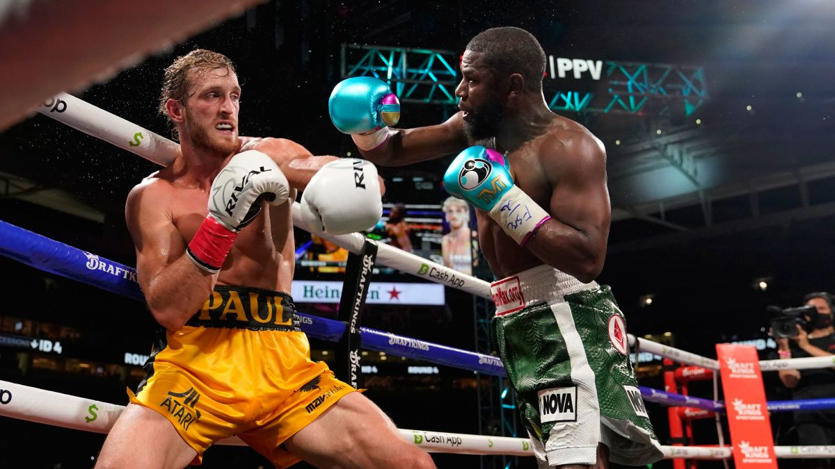Floyd Mayweather Jr. and Logan Paul box for eight rounds in exhibition  pay-per-view fight - CNN