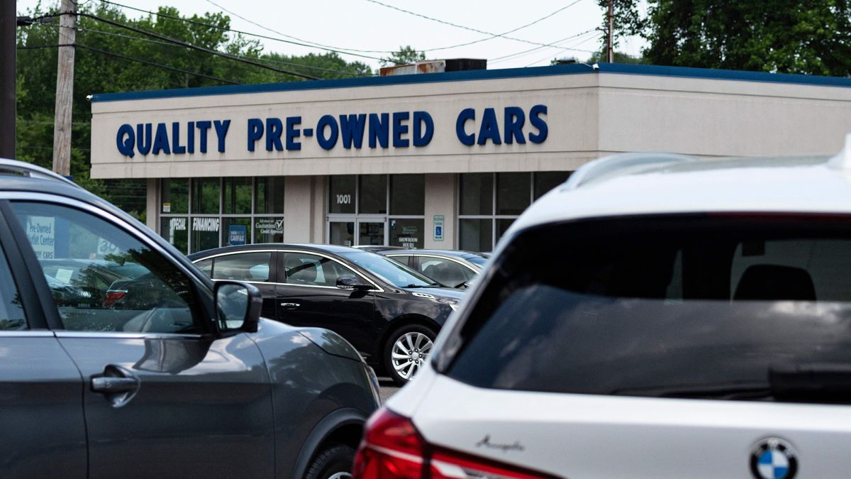 cnn.com - By Peter Valdes-Dapena, CNN Business  - The scorching hot used car market may finally be cooling off