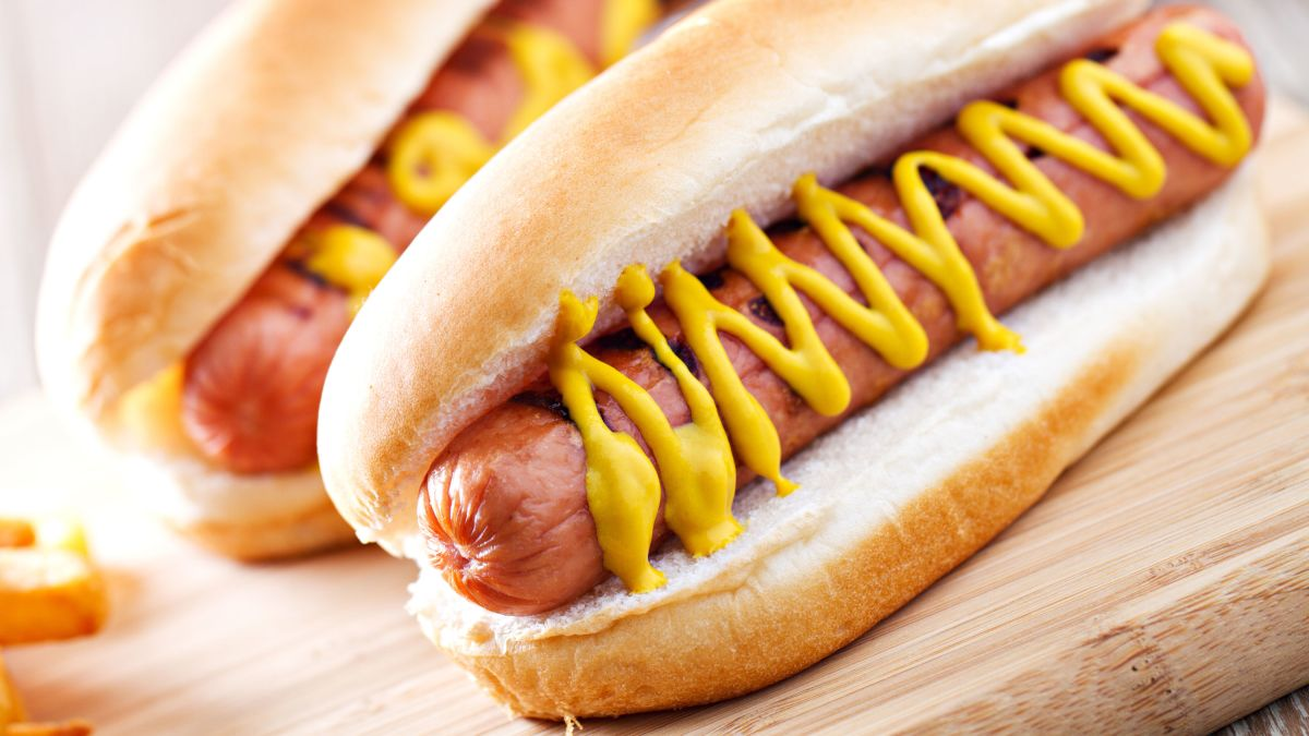 Eating a hot dog could take 36 minutes off your life, study says - CNN