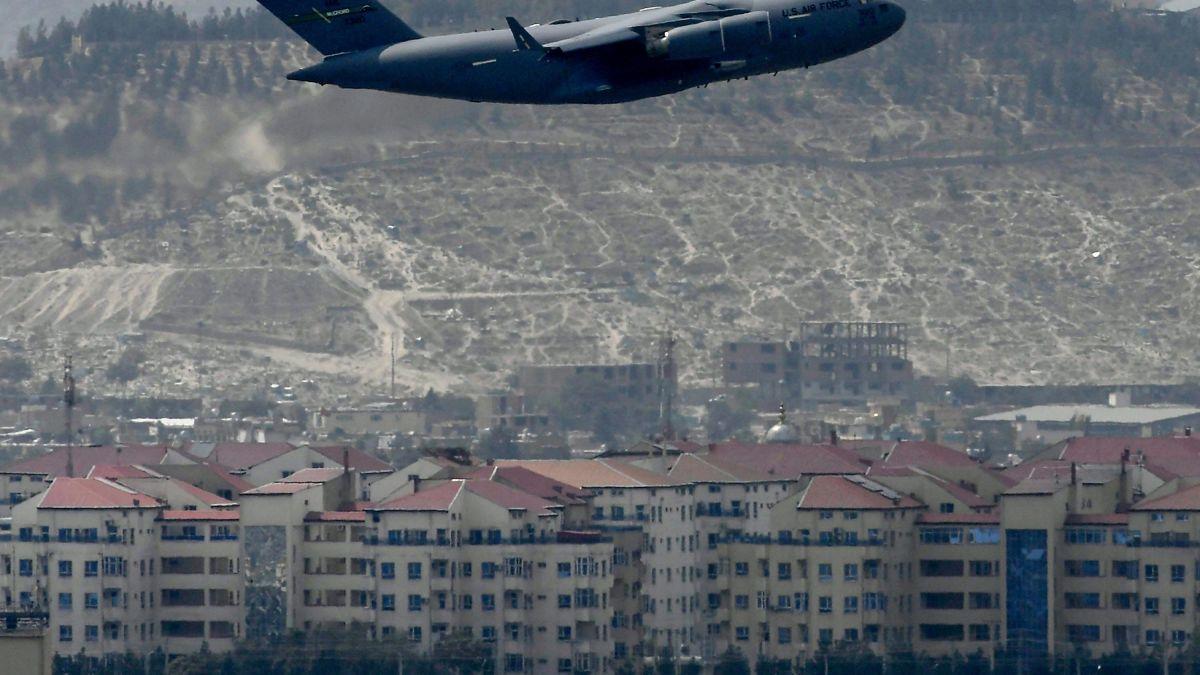 https://dynaimage.cdn.cnn.com/cnn/c_fill,g_auto,w_1200,h_675,ar_16:9/https%3A%2F%2Fcdn.cnn.com%2Fcnnnext%2Fdam%2Fassets%2F210830093526-05-afghanistan-0830-kabul-airport.jpg