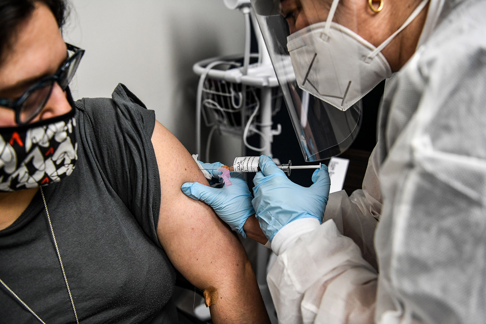 Heather Lieberman, 28, receives a Covid-19 vaccination from Yaquelin De La Cruz at the Research Centers of America in Hollywood, Florida, on August 13.