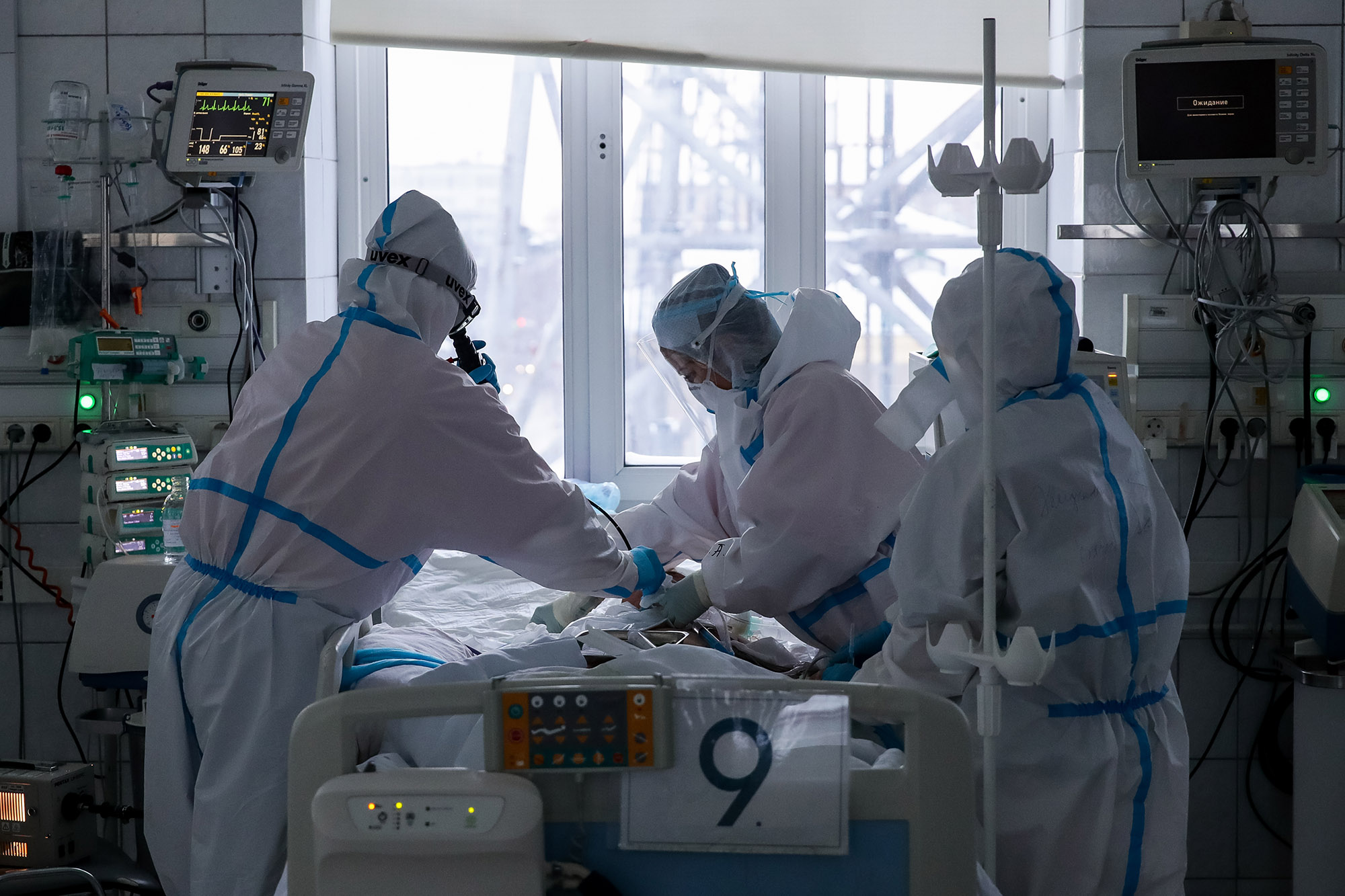 Medical workers tend to a patient with COVID-19 at the Tsivyan Scientific Research Institute of Traumatology and Orthopedics in Novosibirsk, Russia on December 22.