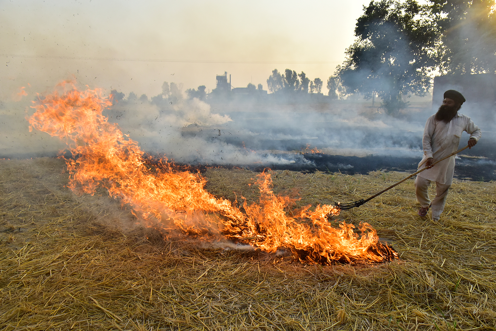 A farmer burns straw stubble in a field near Jandiala Guru in Amritsar, India, on October 16.