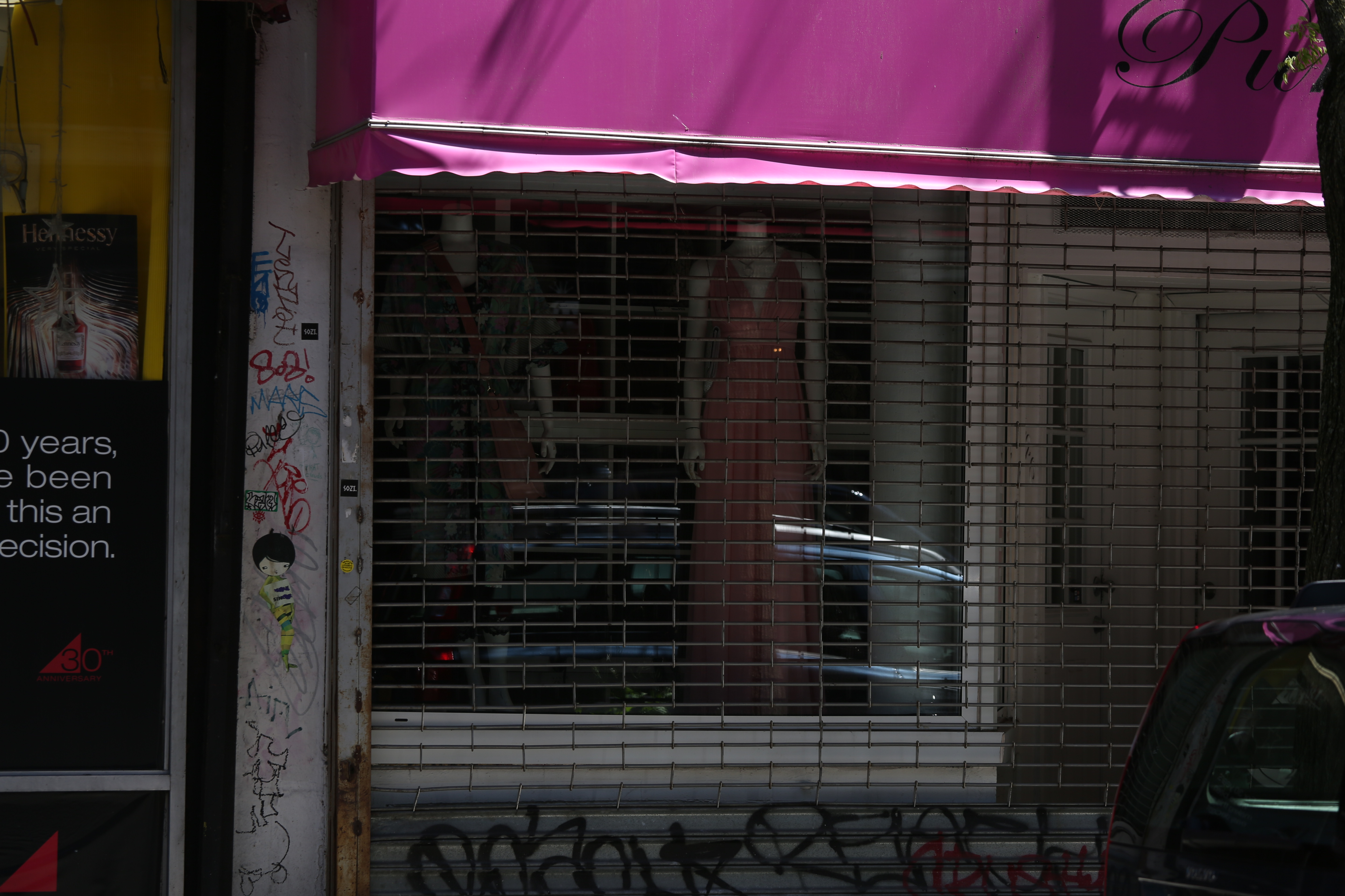A clothing store remains closed in New York on May 12.