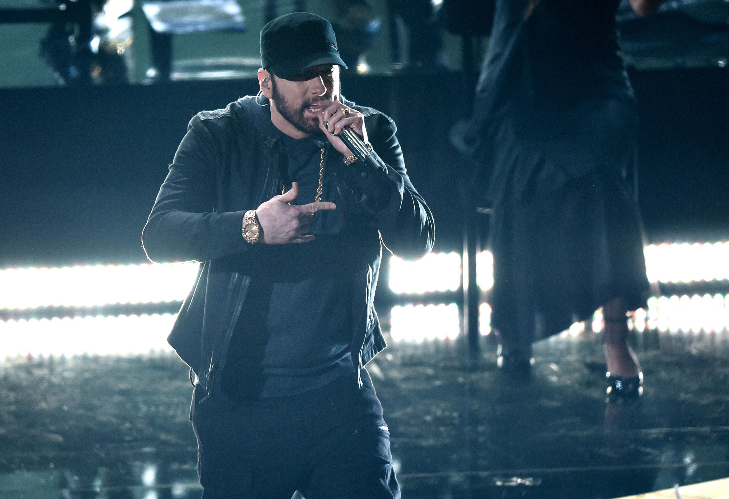 Eminem που εκτελούνται στα Όσκαρ και οι άνθρωποι ήταν μπερδεμένοι