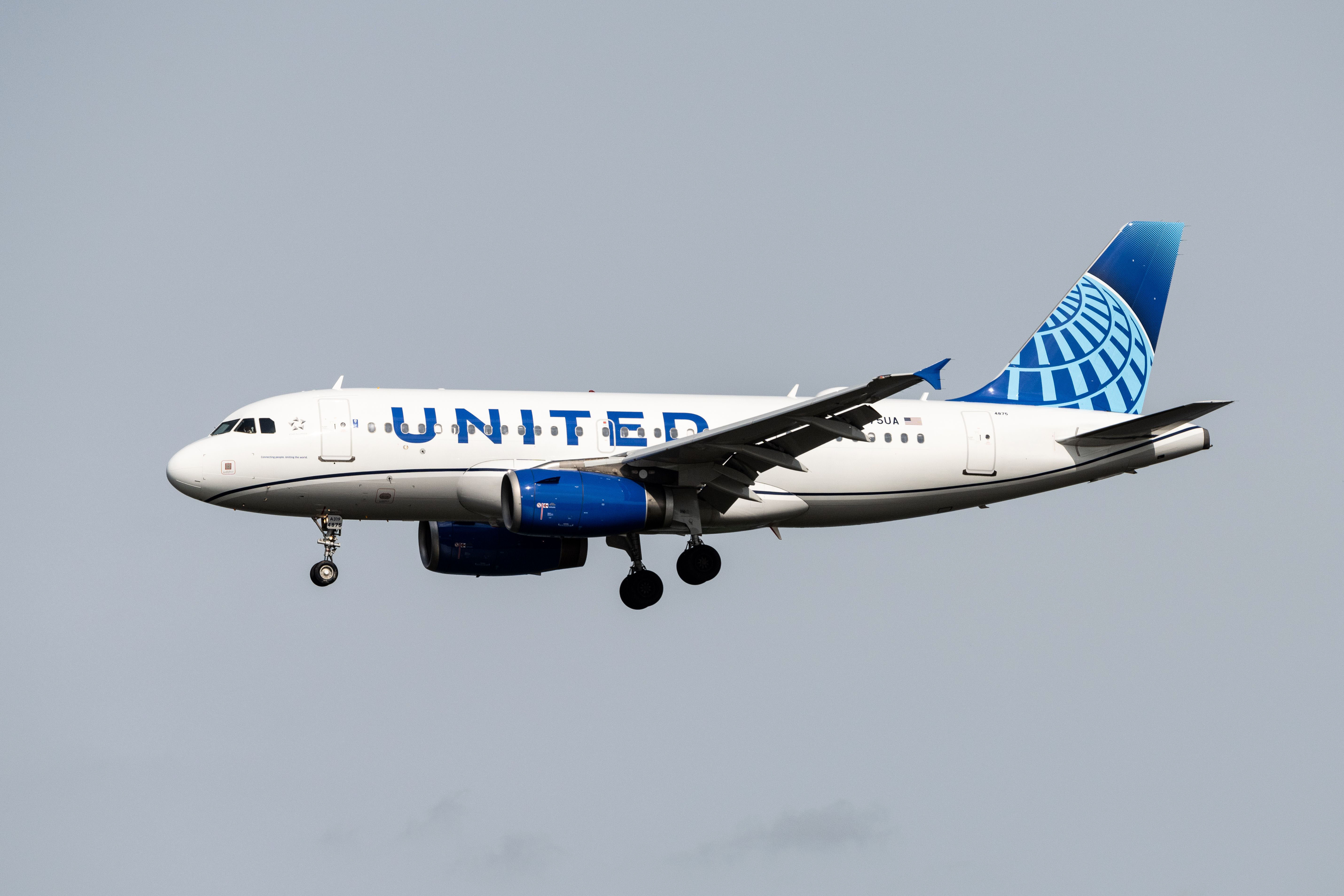 A United Airlines plane lands at Ronald Reagan Washington National Airport in Arlington, Virginia, on June 15.