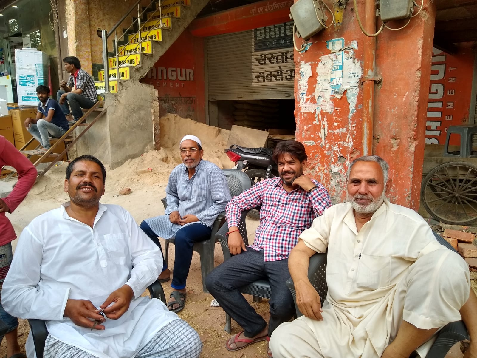 Dairy farmer Anil Pehalwan (left) and property dealer Jian Mohammed (right) talk politics in Brahmapuri, New Delhi.