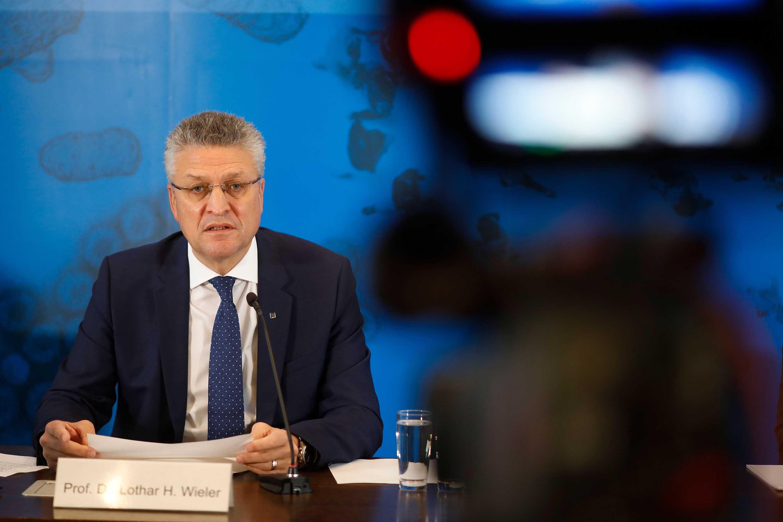 Lothar Wieler, director del Instituto Robert Koch, se dirige a una conferencia de prensa sobre la situación del coronavirus en Alemania, en Berlín, el 12 de noviembre.