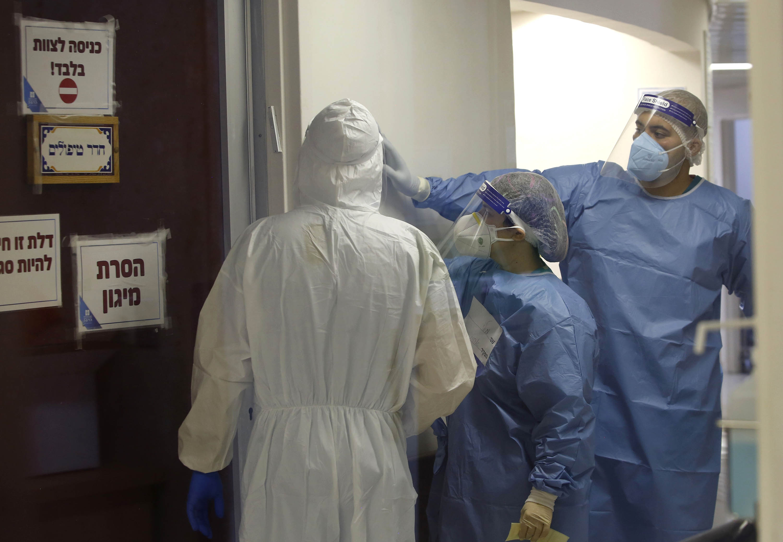 Medical staff work in the Covid-19 isolation ward at Hadassah Ein Kerem Hospital in Jerusalem, on September 30.