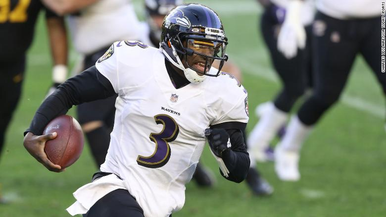 Baltimore Ravens quarterback Robert Griffin III rushes the ball against the Pittsburgh Steelers