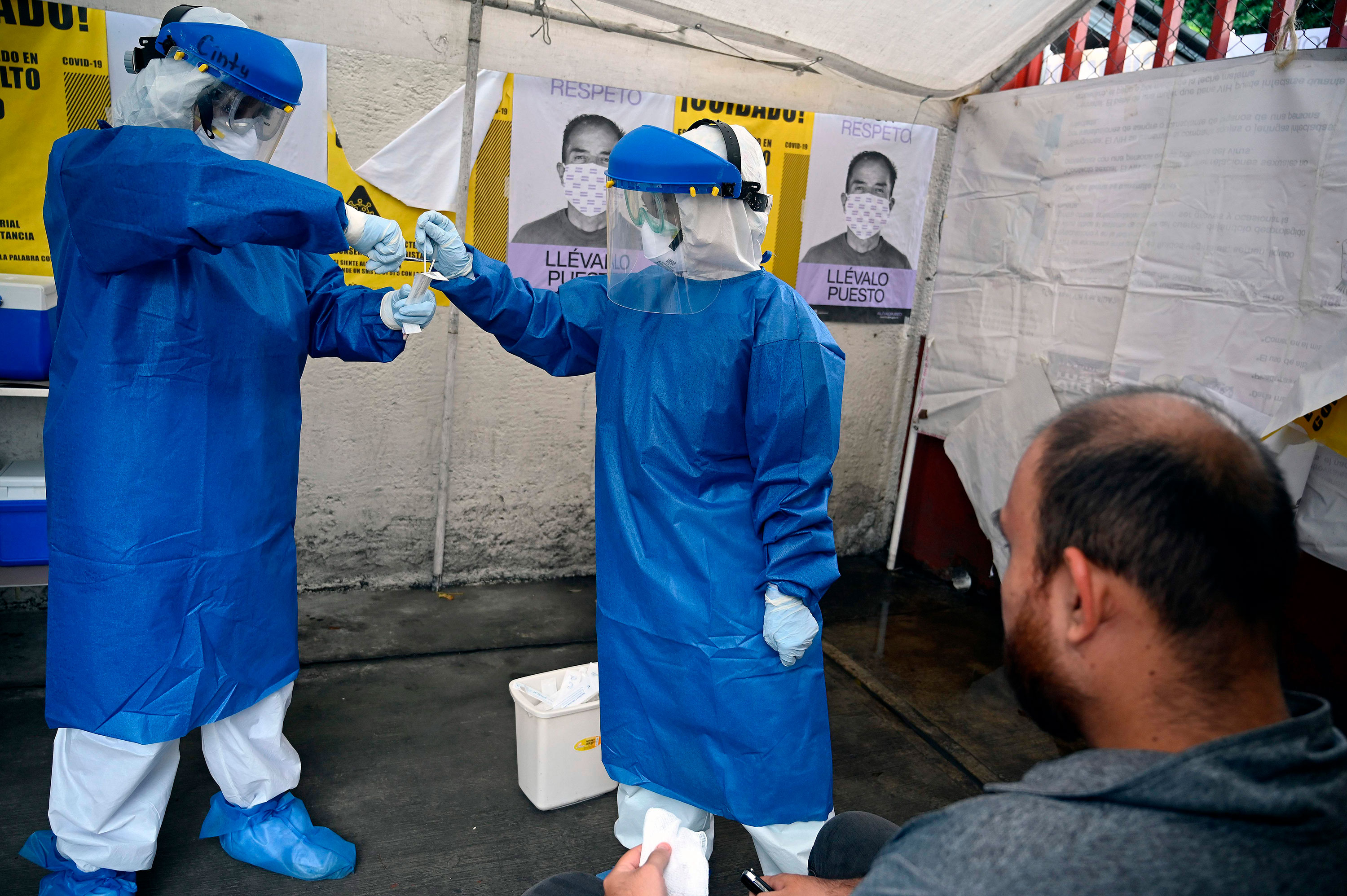 Health workers carry out Covid-19 testing on August 27 in Mexico City.