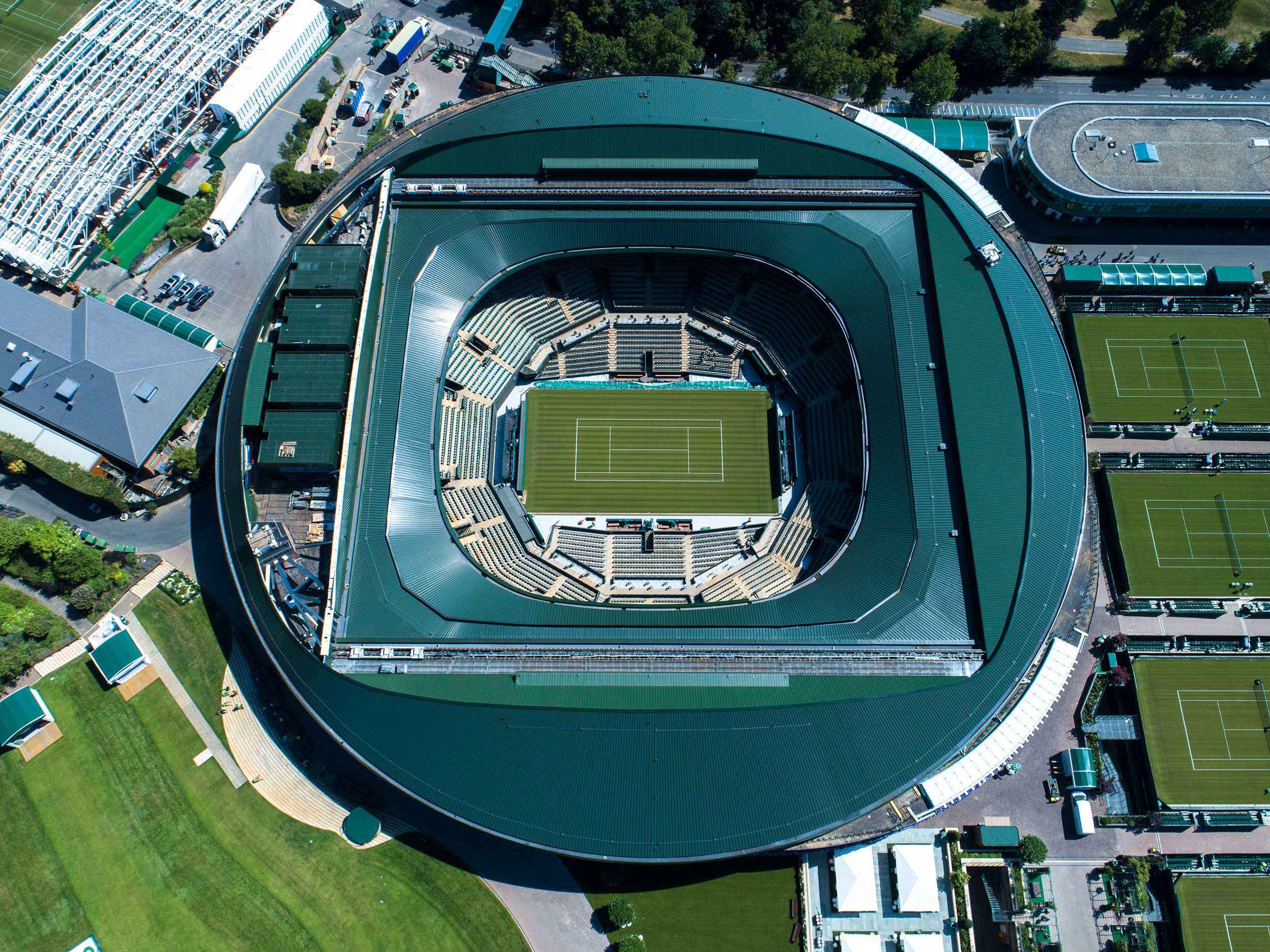 An aerial photograph of the No.1 court at the All England Lawn Tennis Club.