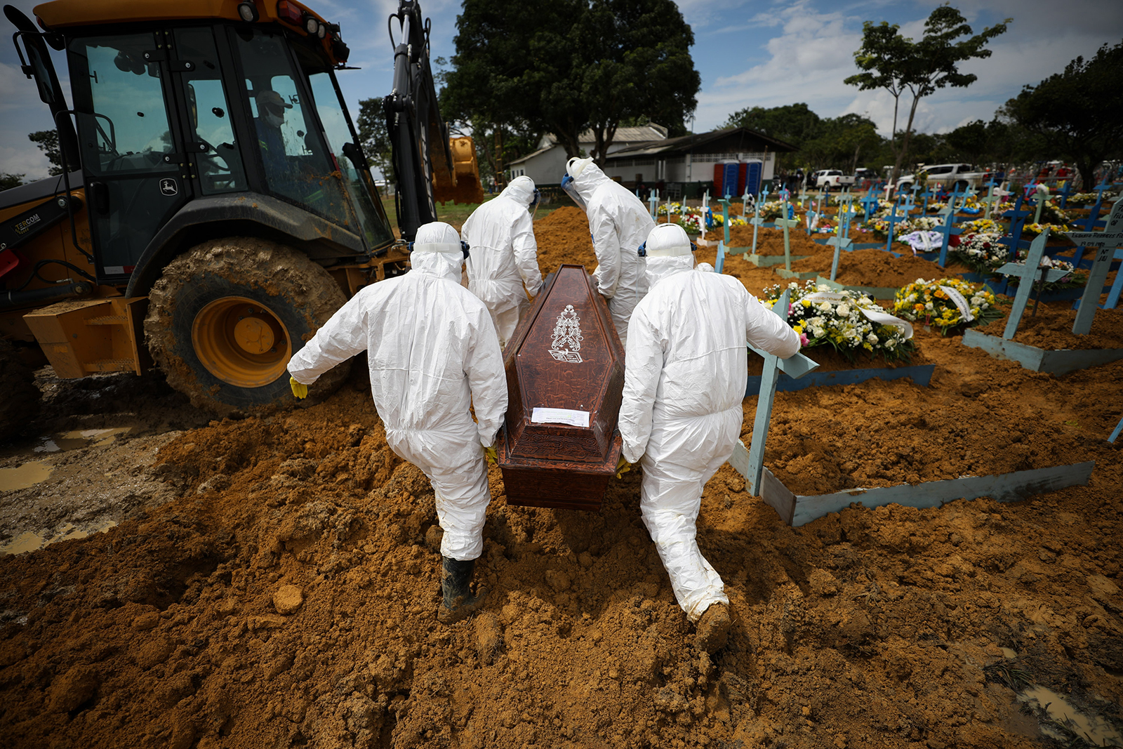 Cemetery workers carry the coffin of a Covid-19 victim at Nossa Senhora Aparecida Cemetery in Manaus, Brazil, on January 15.